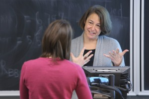 Professor Lisa Cohen teaching at the Desautels Faculty of Management